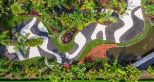 """Vue aérienne de l'exposition """"Brazilian Modern: The Living Art of Roberto Burle Marx"""", 2019. Image reproduite avec la permission de The New York Botanical Garden."""