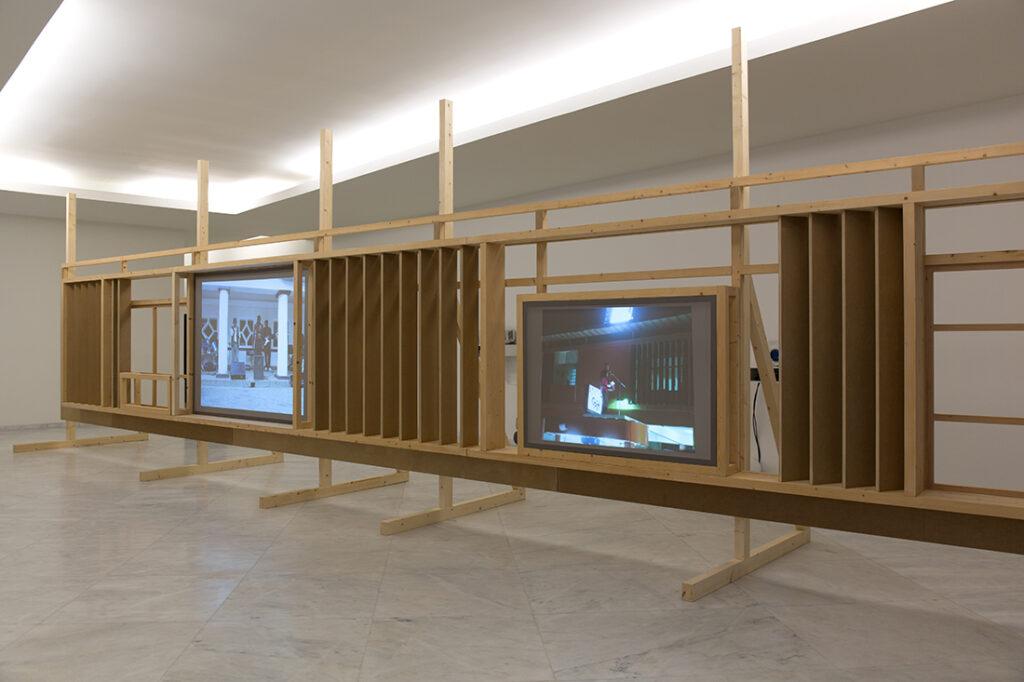 Ângela Ferreira, Independance Cha Cha, vues d'installation de l'éxposition Contrato (a tempo indeterminado), Museu Internacional de Escultura de Santo Tirso, Portugal. EDP Foundation Art Collection.